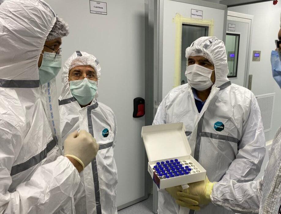 آمادگی ستاد اجرایی فرمان امام برای تولید ماهیانه ۱.۵ میلیون دوز واکسن کرونا از ۴۰ روز دیگر/ ثبتنام قطعی  ۳۶ هزار داوطلب برای تست انسانی واکسن