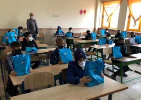 هدایای بانک سرمایه به دانشآموزان تعدادی از مدارس مناطق محروم کشور
