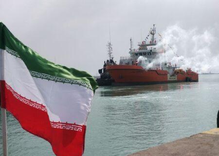 شناور پاکسازی آلودگیهای نفتی در بوشهر به آب انداخته شد