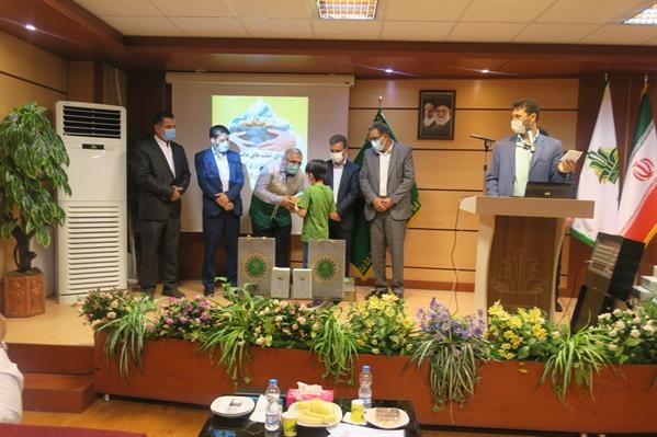 اهدای تبلت به دانش آموزان مستعد کم برخوردار استان البرز توسط بانک کشاورزی