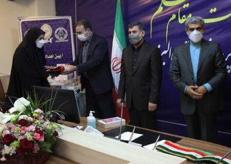 اهدای تبلت به دانش آموزان کم برخوردار استان البرز
