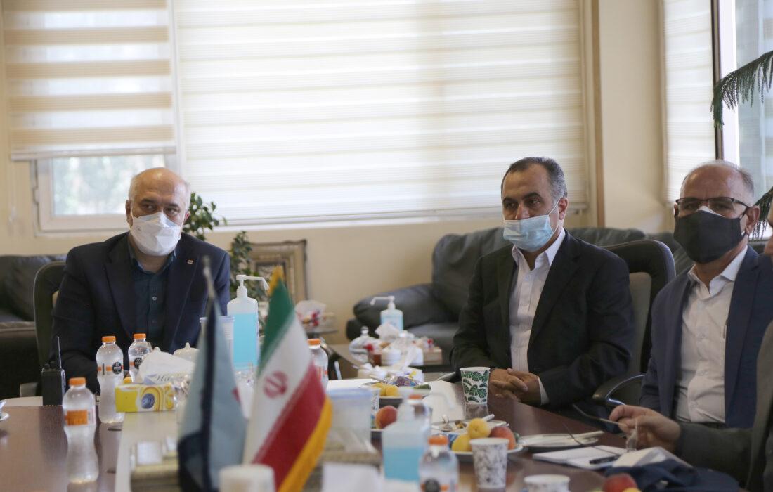 مدیر عامل و تیم کارشناسی بیمه ایران از پالایشگاه تهران بازدیدکردند