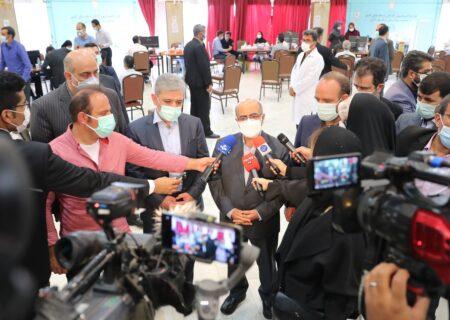 بازدید رئیس کل بانک مرکزی از طرح واکسیناسیون کارکنان شبکه بانکی با عاملیت بیمارستان بانک ملی ایران