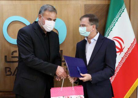 تجلیل معاون فرهنگی بنیاد شهید از مدیرعامل بانک دی